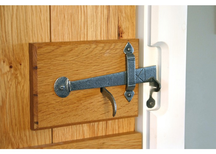 how to fit a traditional thumb latch DIY Instructions